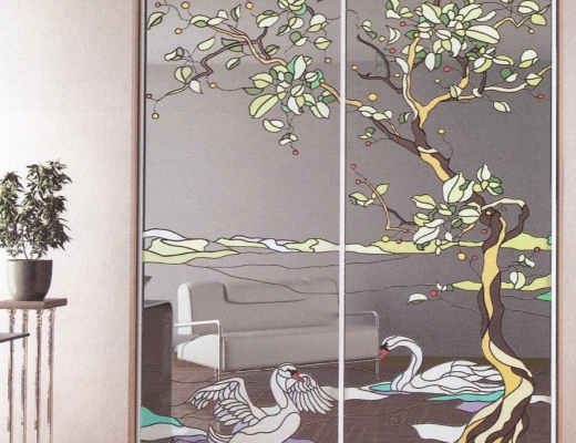 Шкаф купе с витражным рисунком на зеркале