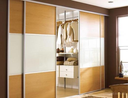 Двери гардеробной, материал ЛДСП и стекло матовое