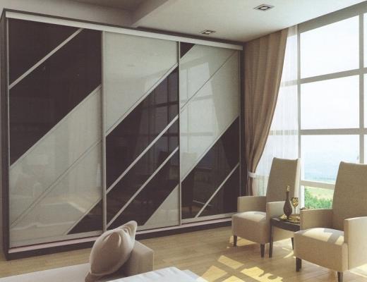 Шкаф купе стекло тонированное в два цвета (черный и белый)