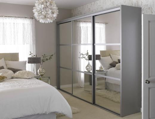Шкаф купе зеркало серебро с горизонтальными разделителями