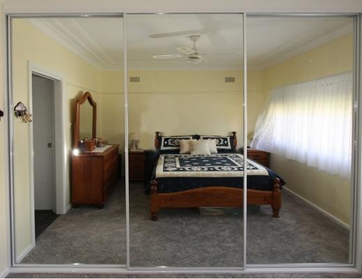Шкаф купе с зеркалом в спальню.