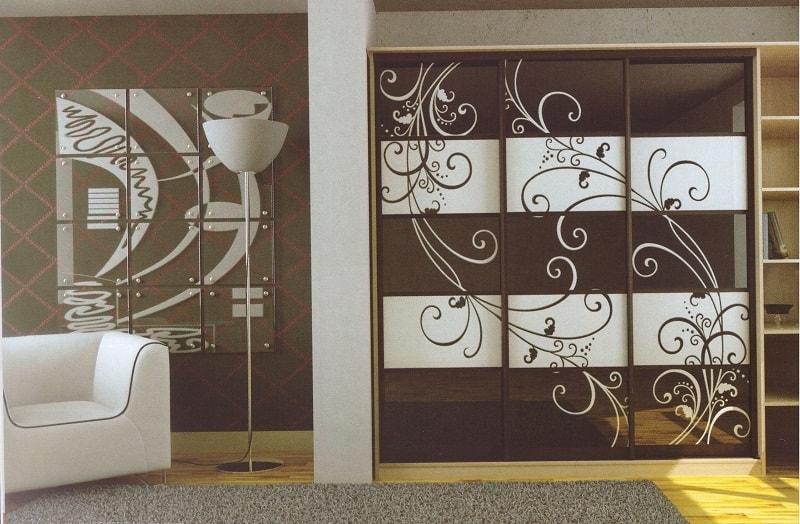 шкафы-купе для прихожей с пескоструйным рисунком фото